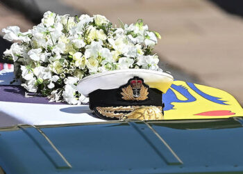WINDSOR, ENGLAND - APRIL 17: Prince Philip, Duke of Edinburgh's Royal Navy cap sits on his coffin, which covered with His Royal Highness's Personal Standard during the Ceremonial Procession during the funeral of Prince Philip, Duke of Edinburgh at Windsor Castle on April 17, 2021 in Windsor, England. Prince Philip of Greece and Denmark was born 10 June 1921, in Greece. He served in the British Royal Navy and fought in WWII. He married the then Princess Elizabeth on 20 November 1947 and was created Duke of Edinburgh, Earl of Merioneth, and Baron Greenwich by King VI. He served as Prince Consort to Queen Elizabeth II until his death on April 9 2021, months short of his 100th birthday. His funeral takes place today at Windsor Castle with only 30 guests invited due to Coronavirus pandemic restrictions. (Photo by Leon Neal/WPA Pool/Getty Images  )